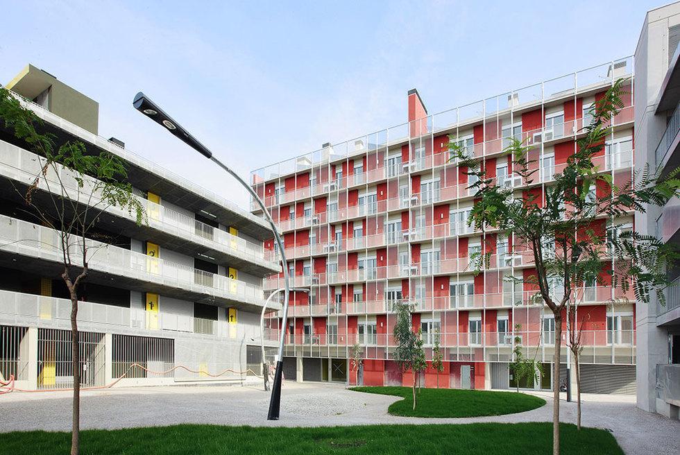 Los edificios de los estudios Bopbaa (izquierda) y Coll Leclerc.- JOSÉ HEVIA / EVA SERRATS