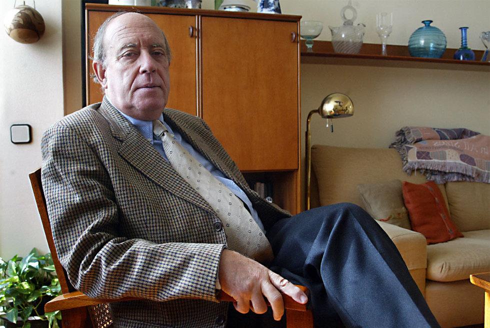 Gabriel Cardona, en su casa de Barcelona en 2003.- JORDI ROVIRALTA