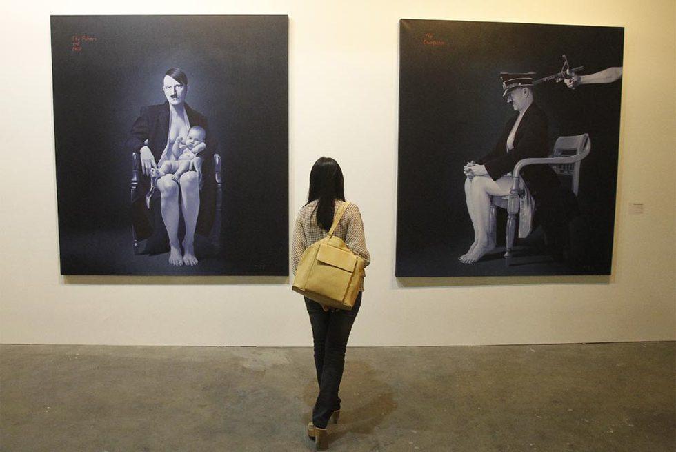 Obras de Ronald Manullang, ayer en la feria de arte de Singapur.- REUTERS