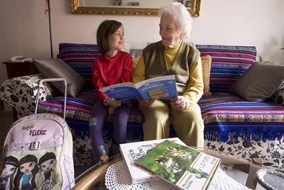 Una nieta con su abuela