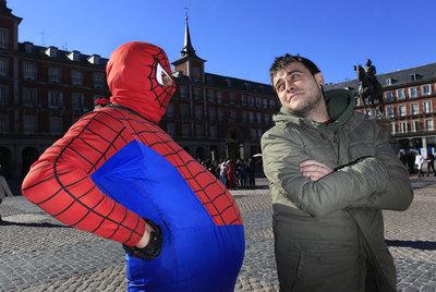 http://www.elpais.com/recorte/20110206elpmad_3/XXLCO/Ies/Peris_Romano_protagonista_Spiderman_Plaza_Mayor.jpg