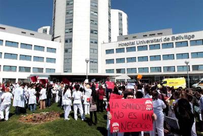 manifestación ante el hospital de Bellvitge