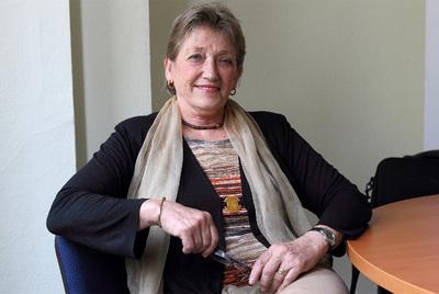 La presidenta del consejo asesor en políticas sociales, en su despacho.- TEJEDERAS