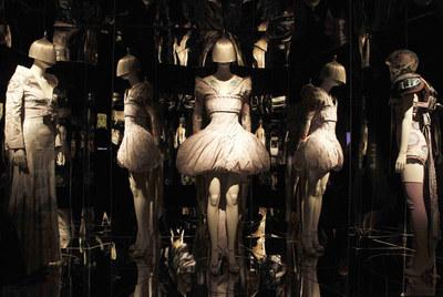 Exposición sobre el diseñador Alexander McQueen