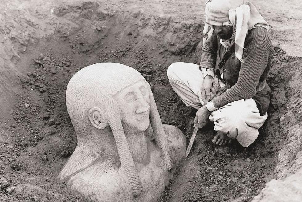 Una diosa es recuperada en las excavaciones de Tell Halaf (Siria), a principios del siglo XX.- MUSEO PERGAMON