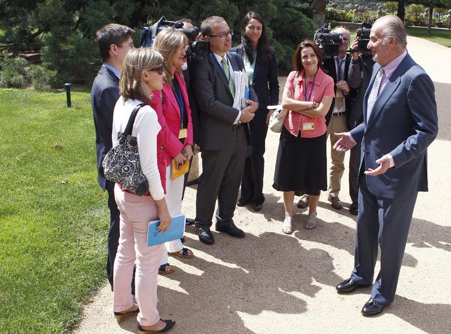 el rey con los periodistas