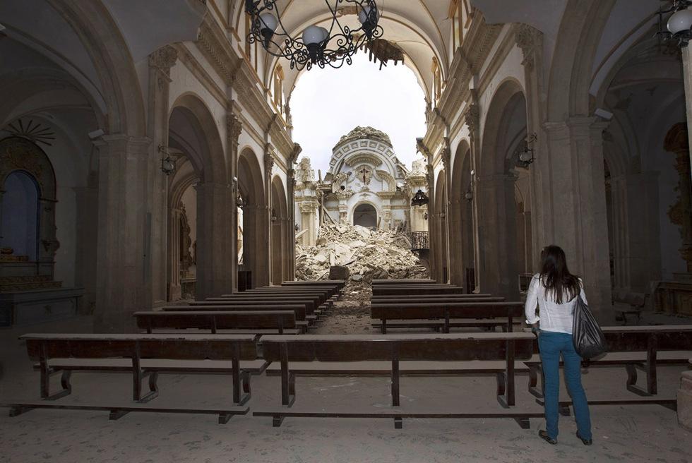 Interior de la iglesia de Santiago, con el crucero hundido.- JULIÁN ROJAS