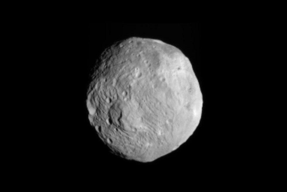Una sonda orbita el megaasteroide Vesta tras viajar cuatro años