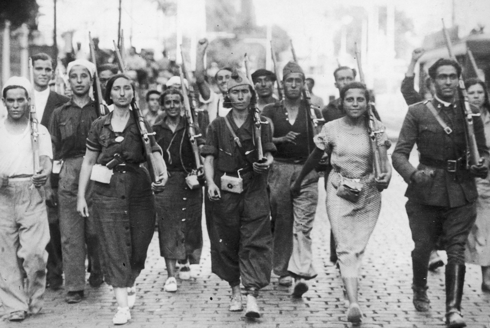 Resultado de imagen para Hombres y mujeres de una de las milicias organizadas en la zona republicana