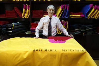 Alejandro Herguera en su taller de la calle de Esparteros