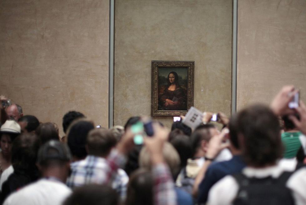 La Mona Lisa, en su sala del Louvre, el pasado mes de julio.- LUCY NICHOLSON