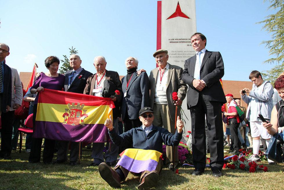 Brigadistas supervivientes en el 75 aniversario de la Brigadas Internacionales