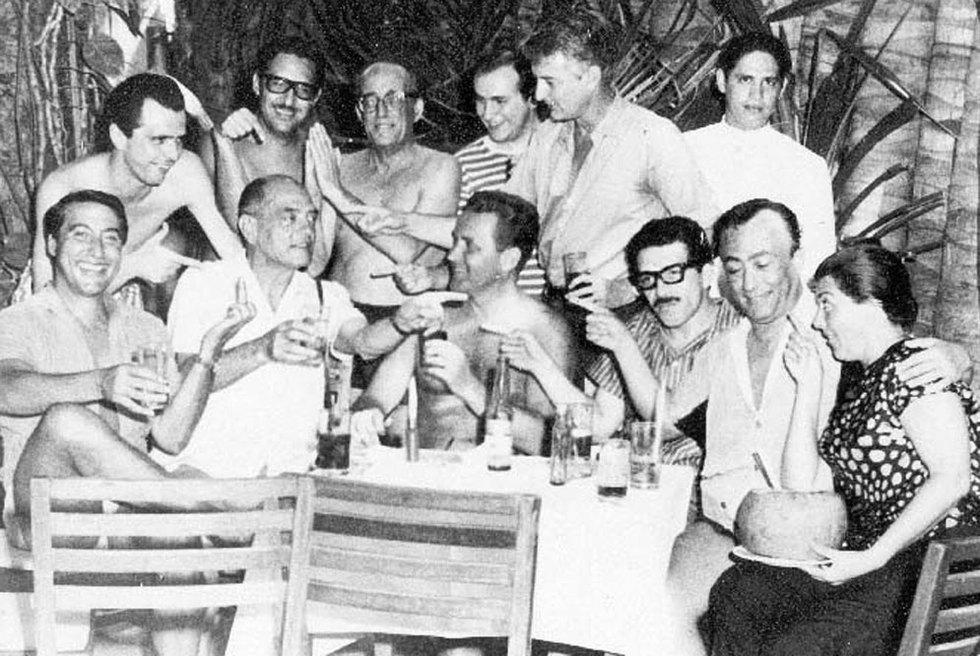 Gabriel García Márquez, con varios amigos como Luis Alcoriza y Buñuel