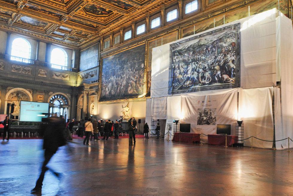 Salón de los Quinientos en el palacio Vecchio, donde se autorizó la búsqueda de una obra de Leonardo tras un fresco de Vasari.- LAURA LEZZA (GETTY)