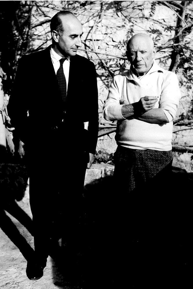 Josep Palau i Fabre y Pablo Picasso, en Mougins (1965).- JAQUELINE PICASSO