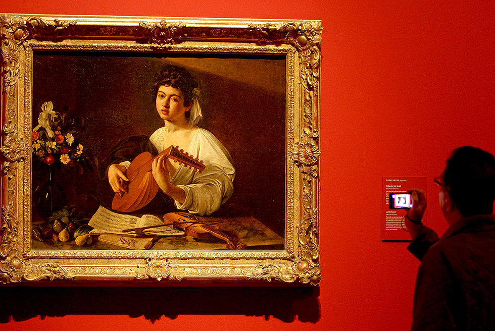 Tañedor de laúd (1595-1596), de Michelangelo Merisi da Caravaggio (1571-1610), en la exposición del Ermitage de San Petersburgo en el Museo del Prado.- BERNARDO PÉREZ