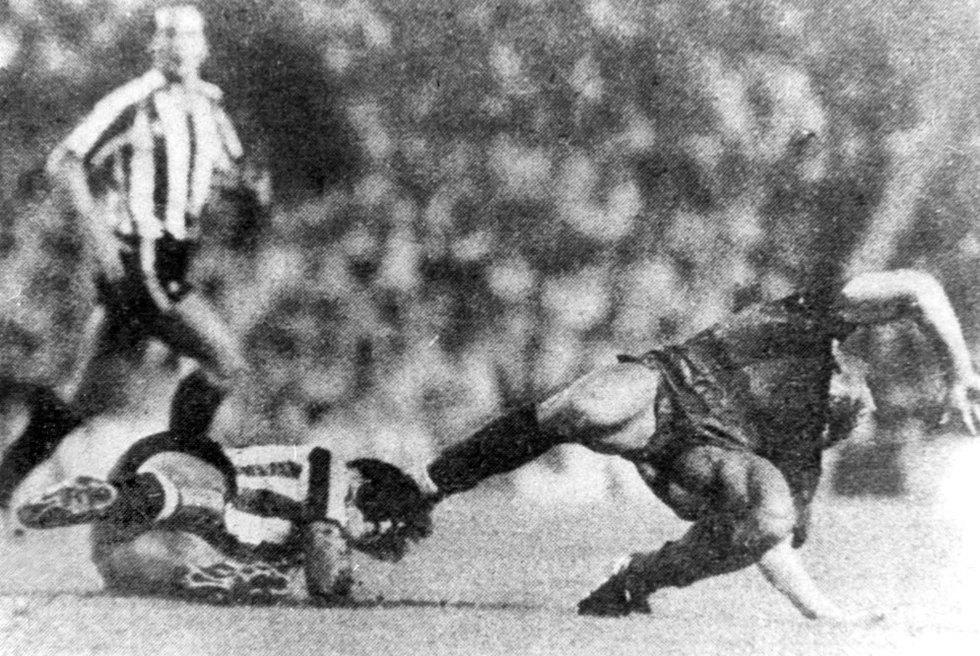 Goikoetxea lesiona a Maradona