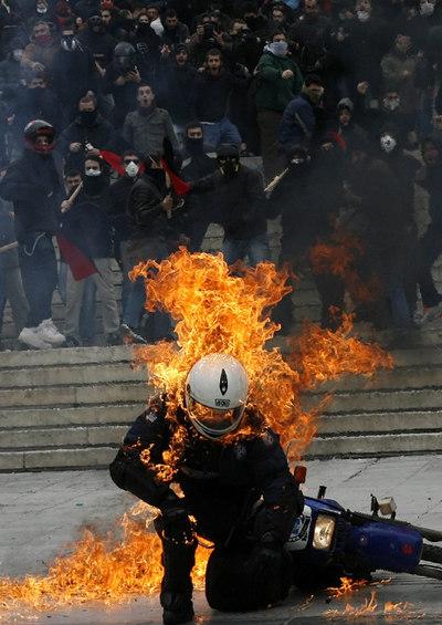 El hundimiento de Grecia Protestas_Atenas