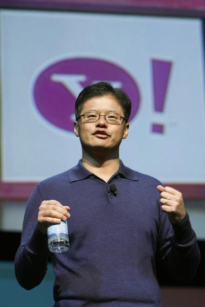 El cofundador de Yahoo! renuncia a todos sus cargos
