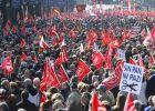 Miles de personas salen a la calle contra la reforma laboral del PP