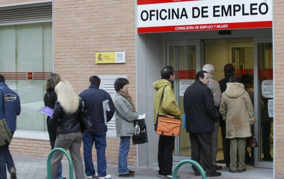 El gobierno endurece el subsidio de paro de los mayores de for Oficina del paro murcia