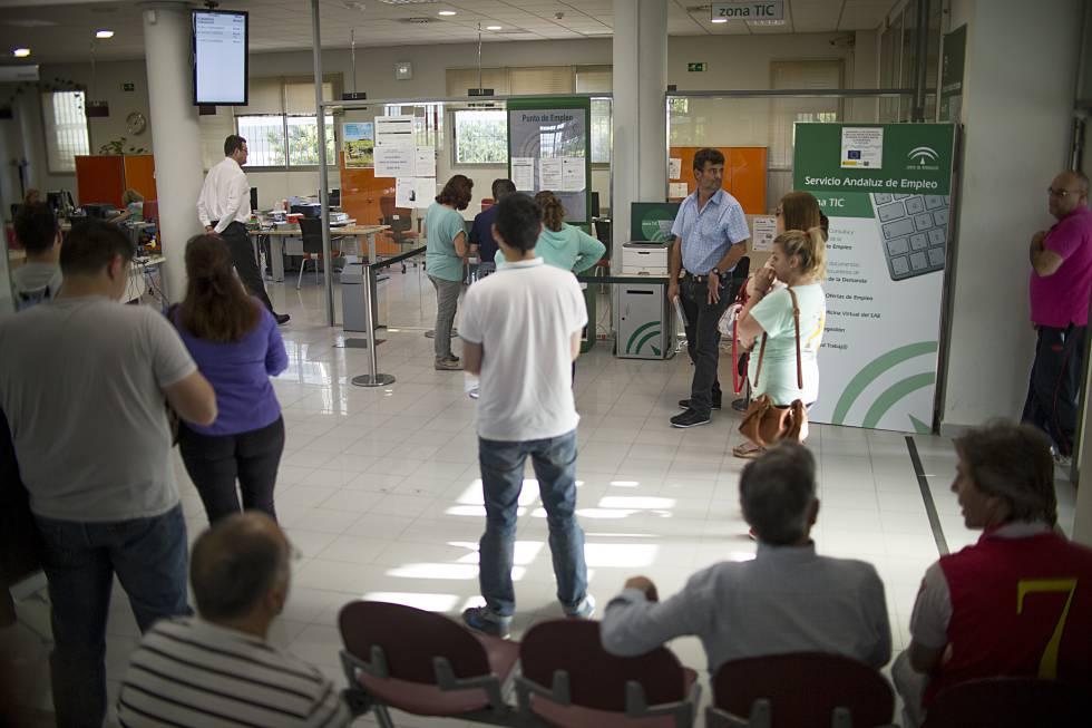 Cae al 1 7 la tasa de ocupados que encuentra empleo for Oficina inem arguelles