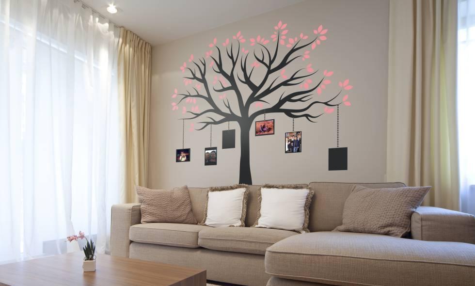 Las casas se renuevan con vinilos econom a el pa s for Cursos de decoracion de interiores en montevideo