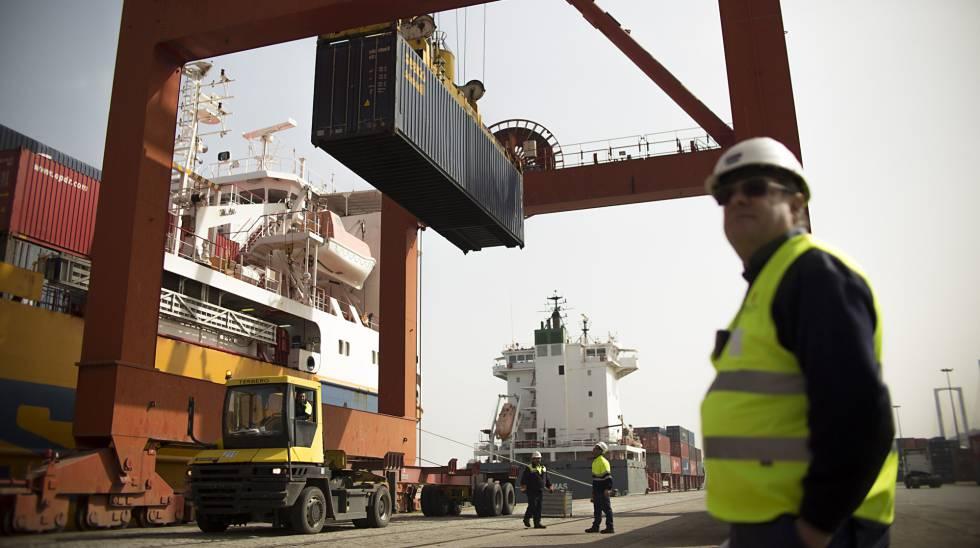 Estibadores: Las operadoras portuarias buscan alternativas para evitar la huelga