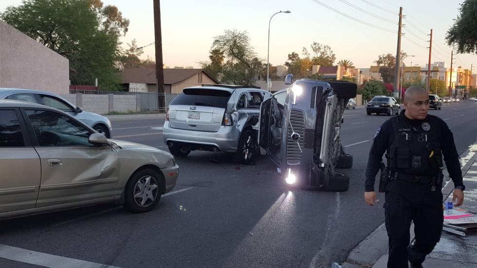 Uber cancela las pruebas del coche sin conductor tras un accidente