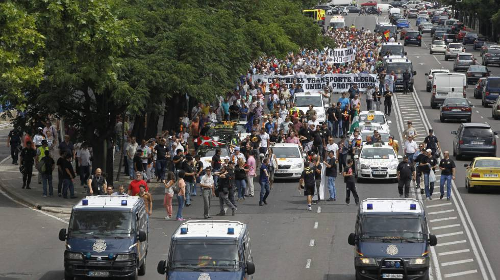 Los taxistas harán huelga este martes ante el avance de plataformas como Uber y Cabify
