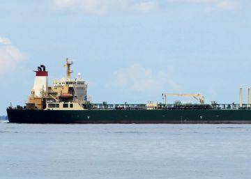 Superpetroleros vagando a la espera de clientes por los bajos precios del petróleo