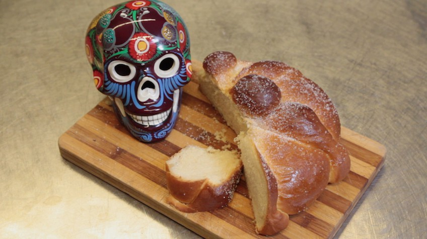 V deo pan de muerto el bollo mexicano del m s all - Lopez iturriaga hermanos ...