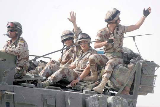 DOMINGO, 4 DE ABRIL DE 2004 (2º PARTE) -EL LADO ESPAÑOL- BATALLA DE AN NAJAF 21_mayo_2004_br_Sale_ultimo_convoy_Irak