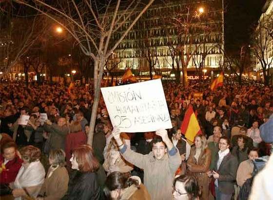 http://www.elpais.com/recorte/20070301elpepunac_26/XLCO/Ies/Cientos_personas_cortan_Castellana_protesta_decision_Gobierno_atenuar_pena_Juana.jpg