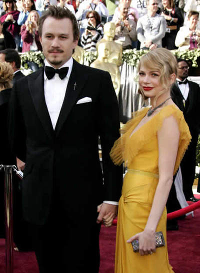 Los Caballeros piden Actor_Heath_Ledger_junto_Michelle_Williams