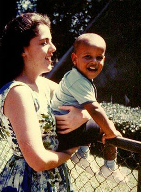 La vida de Obama - Con su madre