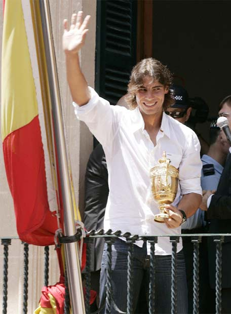 Photos et vidéos de Rafael Nadal - Page 2 20080708elpepudep_16