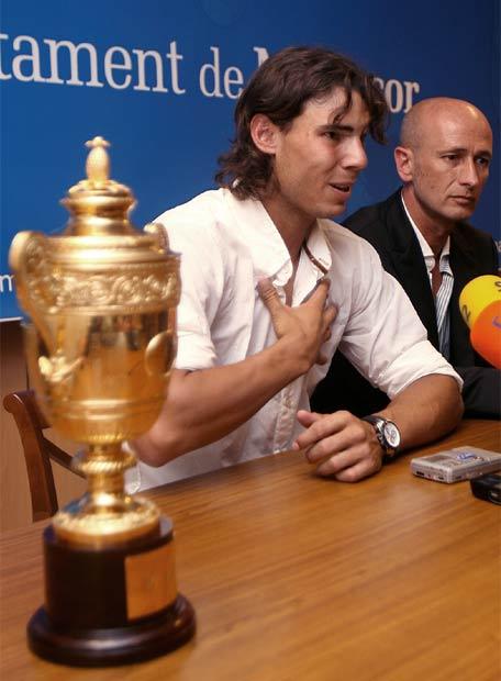 Photos et vidéos de Rafael Nadal - Page 2 20080708elpepudep_18