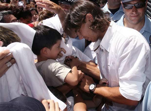 Photos et vidéos de Rafael Nadal - Page 2 20080708elpepudep_23