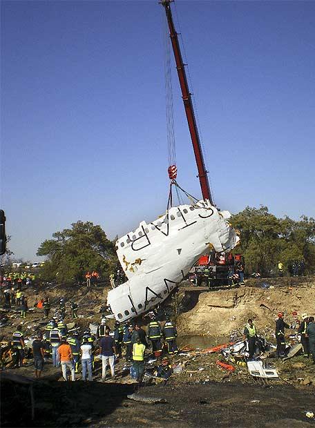 Catástrofe aérea en el aeropuerto de Barajas - Restos del avión