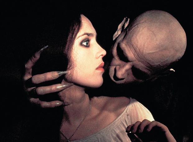 Lo primero que aprende un vampiro Mordisco_cuello