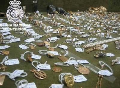 ¿Reconoce alguna de estas joyas? Joyas_robadas_recuperadas_policia_Operacion_Yugoslavia