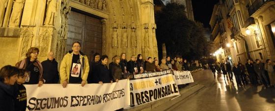 http://www.elpais.com/recorte/20091203elpepunac_13/XLCO/Ies/Concentracion_familiares_victimas_accidente_metro_Valencia.jpg