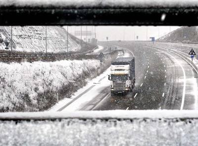La nieve causa problemas en 40 vías de Cataluña