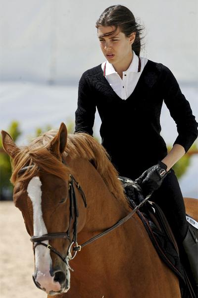 Carlota Casiraghi cabalga en Valencia