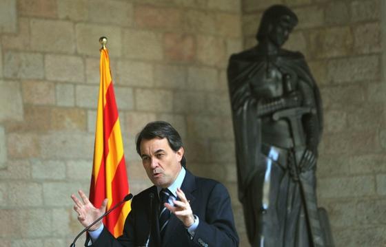 Los miembros del Consejo Asesor para la Reactivación Económica y el Crecimiento de la Generalitata dirigiéndose a su primera reunión.- RUBÉN MORENO