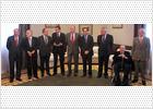 http://www.elpais.com/recorte/20110223elpepunac_17/XXLCO/Ies/Rey_almuerza_diputados_estuvieron_Congreso_23-F.jpg