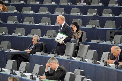 Miembros de la Eurocámara antes del inicio de la sesión de este miércoles.- PATRICK HERTZOG (AFP)