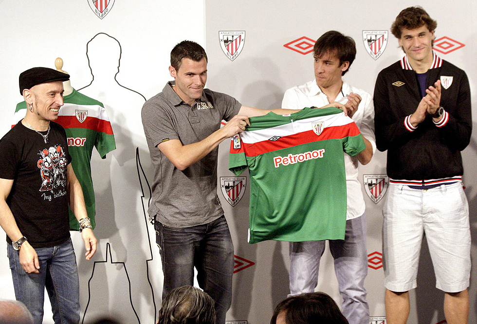 Fito presenta la nueva equipación del Athletic