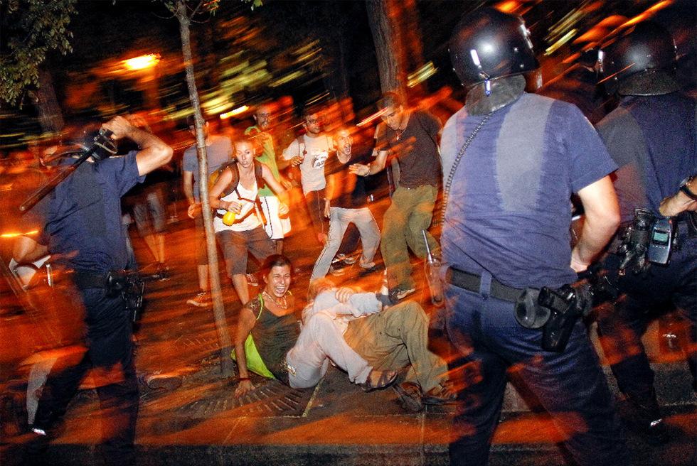 Qué majos estos policías. Carga_Ministerio_Interior